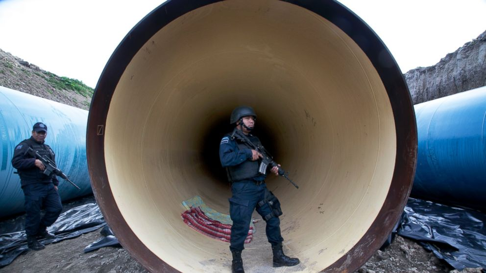 Federal police guard a drainage pipe outside of the Altiplano maximum security prison in Almoloya, west of Mexico City, July 12, 2015.