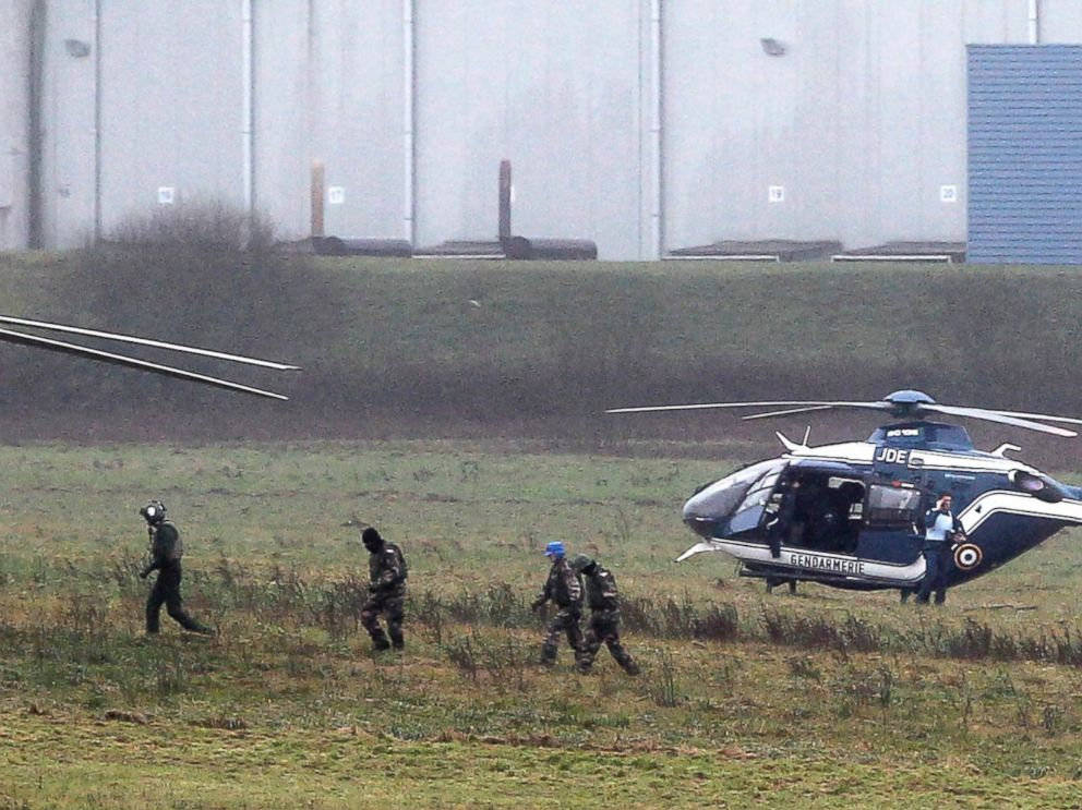 PHOTO: Police and army forces take positions in Dammartin-en-Goele, northeast Paris, as part of an operation to seize two heavily armed suspects, Jan. 9, 2015.