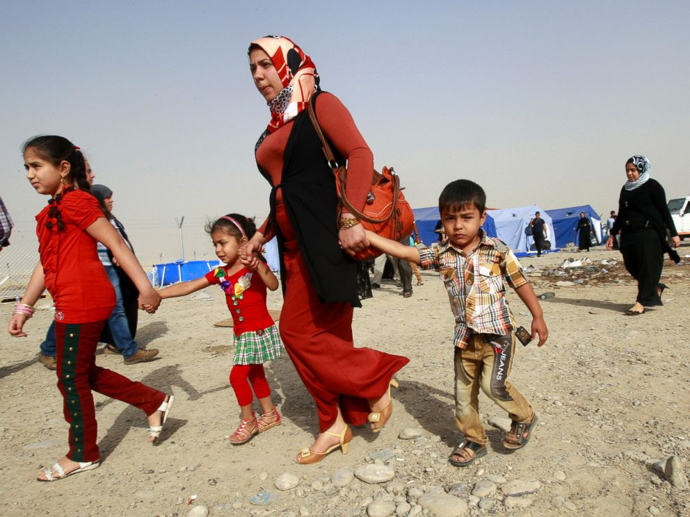 PHOTO: Refugees fleeing from Mosul head to the self-ruled northern Kurdish region in Irbil, Iraq, June 12, 2014.