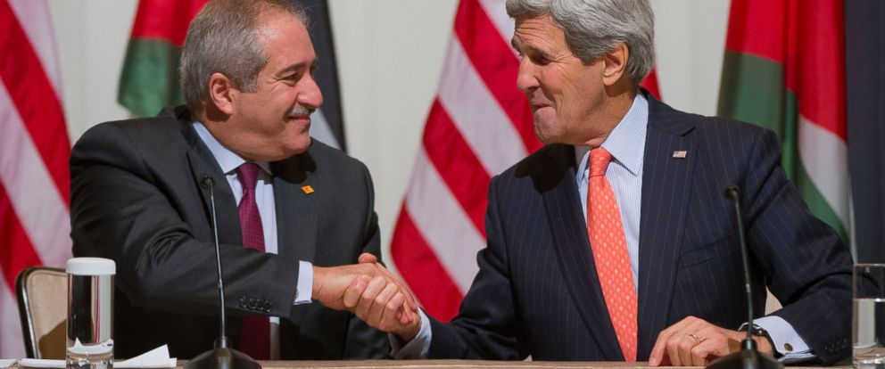 PHOTO: Sec. of State John Kerry, right, and Jordanian Foreign Minister Nasser Judeh, left, shake hands during a signing ceremony in Washington, Feb. 3, 2015.