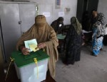 PHOTO:A Pakistani woman casts her ballot at a polling station on the outskirts of Islamabad, Pakistan, Saturday, May 11, 2013.
