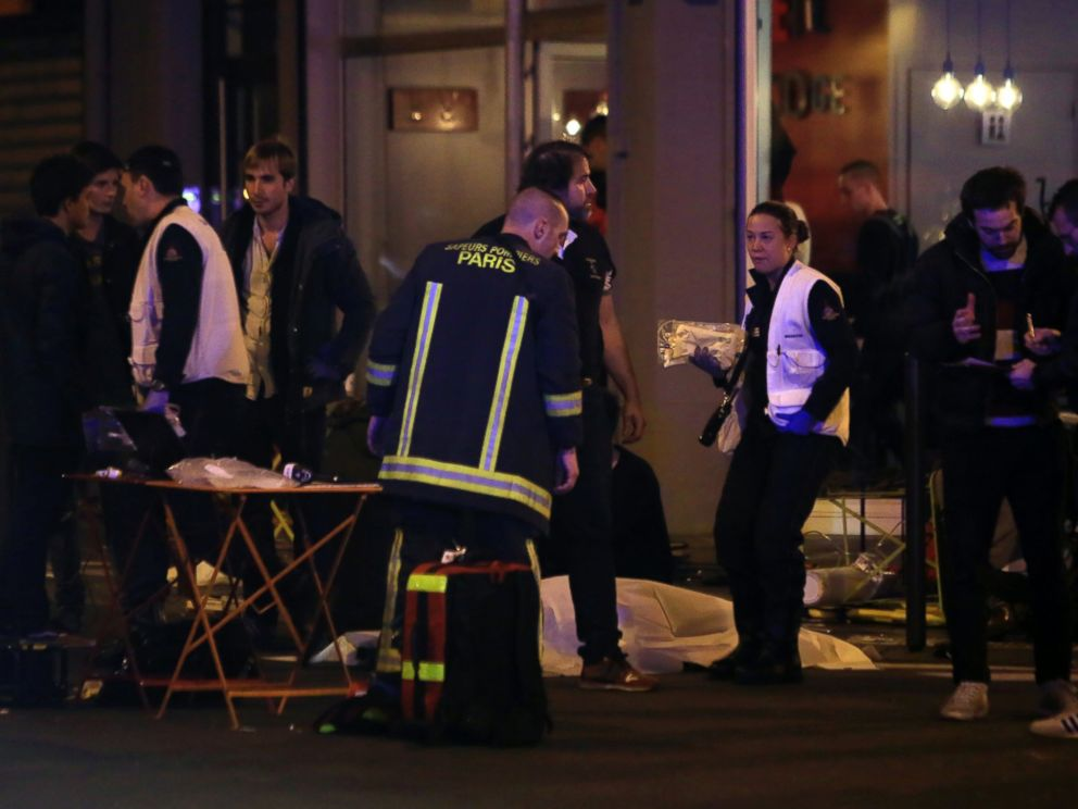 PHOTO: Rescue workers and medics work on victims outside a Paris restaurant, Nov. 13, 2015.