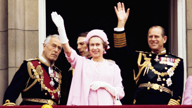 PHOTO:From left: Earl Mountbatten of Burma, Queen Elizabeth II and the Duke of Edinburgh wave from the balcony of Buckingham Palace after the Silver Jubilee procession, in 1977.