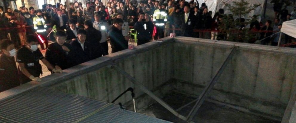PHOTO: People gather around a collapsed ventilation grate at an outdoor theater in Seongnam, south of Seoul, South Korea on Oct. 17, 2014.