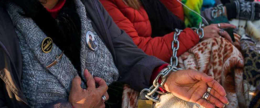 PHOTO: Relatives of the ARA San Juan crew with hands chained look on during a protest in front of the Casa Rosada demanding the government to continue the search for the lost submarine on June 28, 2018 in Buenos Aires, Argentina.