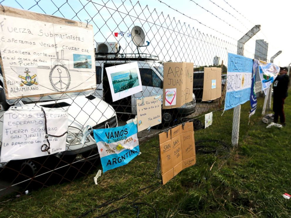 PHOTO: Signs with messages in support of the crew of the Argentine submarine ARA San Juan hang from the fence at the Navel base in Mar del Plata, Argentina, Nov. 19, 2017.