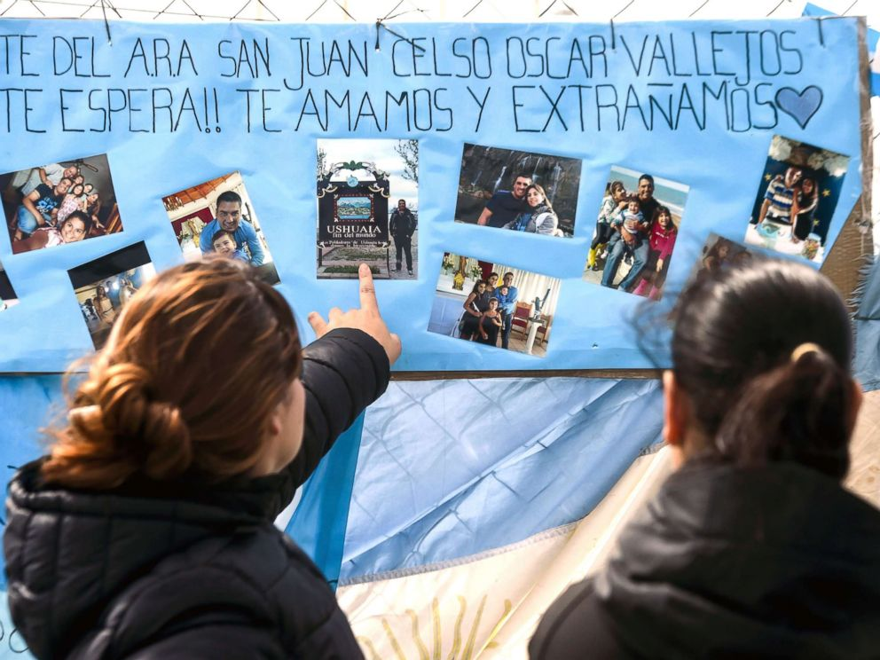 PHOTO: Women look at family pictures of missing Argentine submarine crew member Cesar Oscar Vallejos, hanging outside Argentinas Navy base in Mar del Plata, on the Atlantic coast south of Buenos Aires, on Nov. 24, 2017.