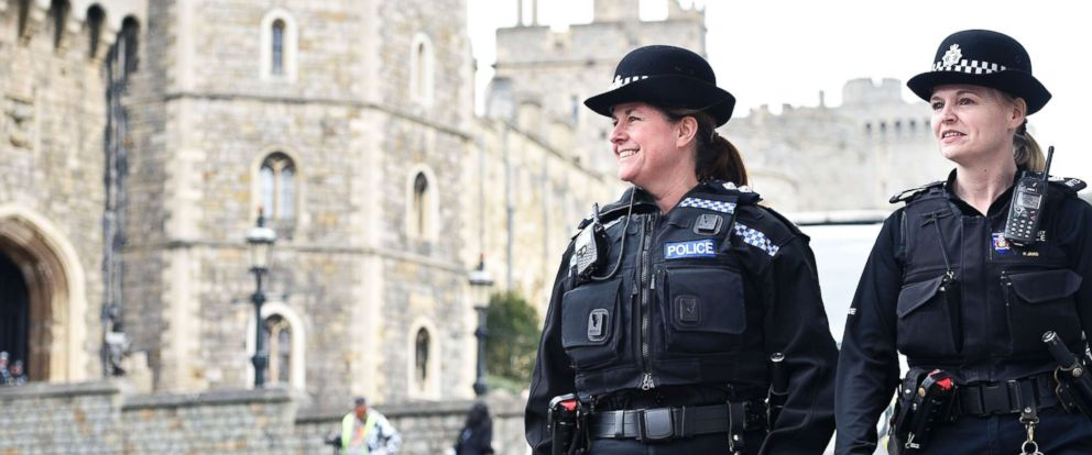 Photo Police Patrol The Grounds Outside Of Windsor Castle In This Undated