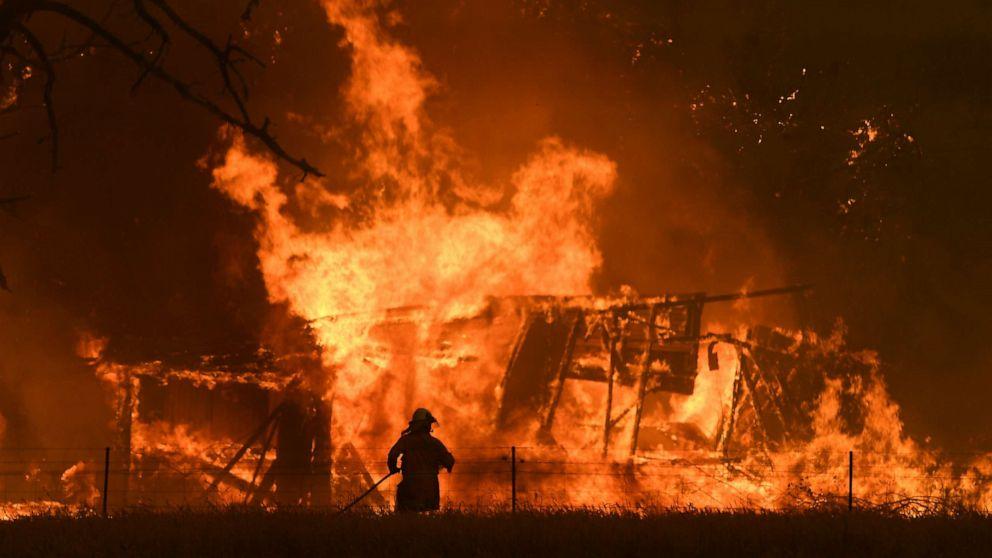 Australische Waldbrände prompt $11,000 gut für das werfen brennende Zigarette aus dem Auto