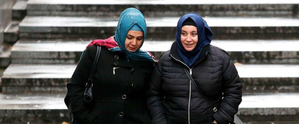 PHOTO: Women wearing headscarves walk in Vienna on Dec. 1, 2016.
