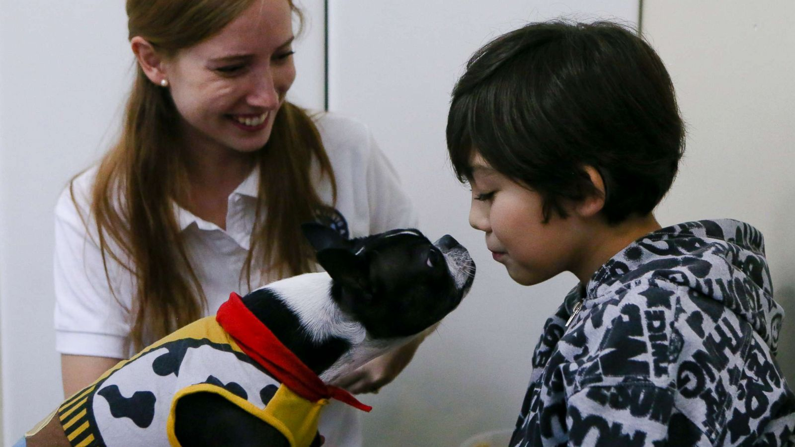 Therapy Dogs Are Helping Children With Autism Stay Calm At The
