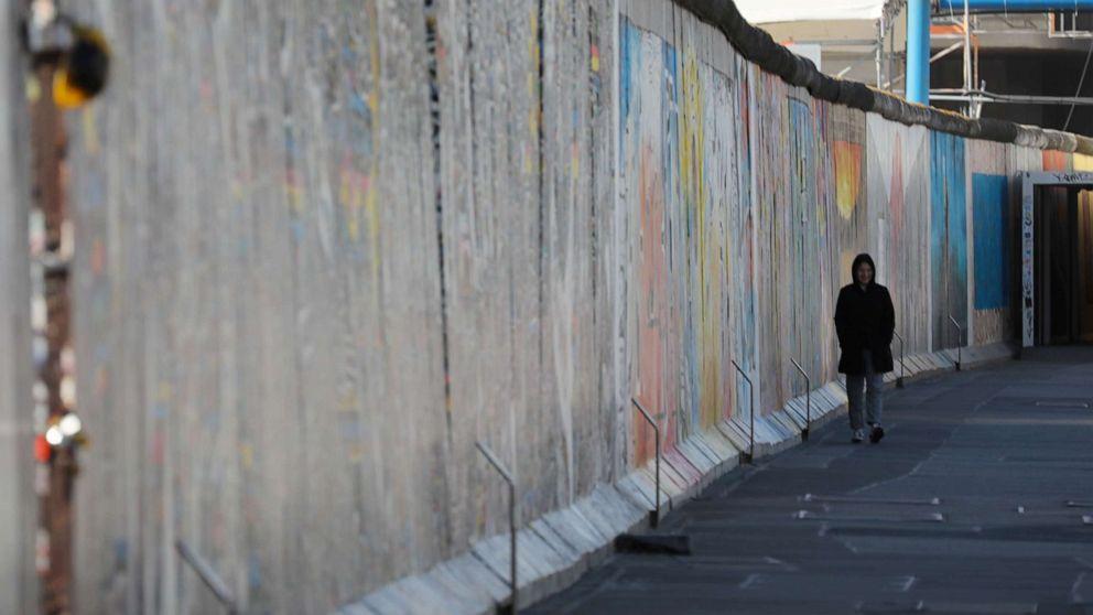 berlin wall east gallery rtr jc 200402 hpMain 16x9 992