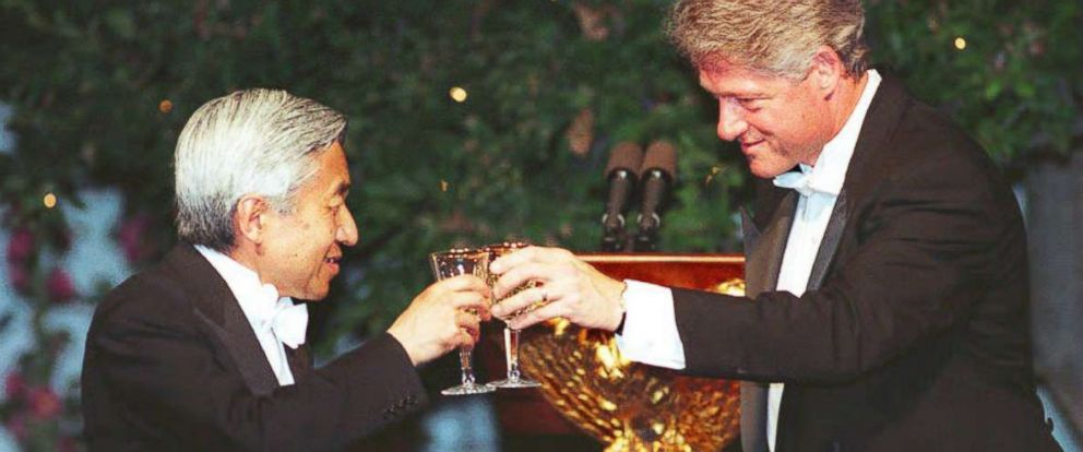 PHOTO: President Bill Clinton, right, offers a toast to Japanese Emperor Akihito during a state dinner at the White House June 13, 1994.