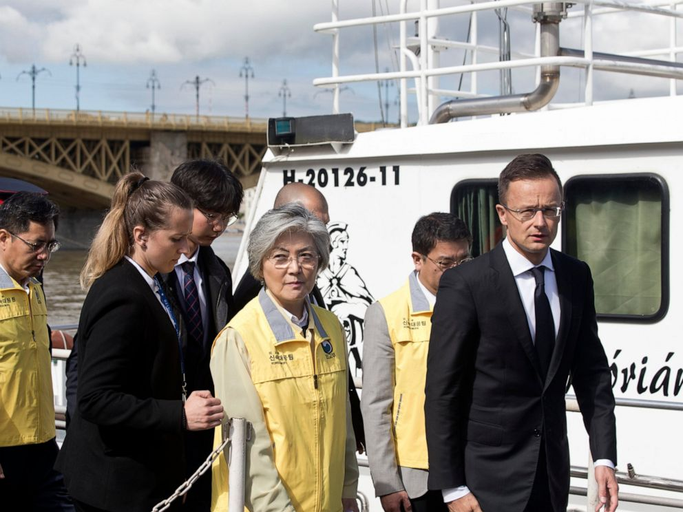 PHOTO: Kang Kyung-wha, center, foreign minister of South Korea, together with her Hungarian counterpart, Peter Szijjarto, right, visits the bank of the Danube River close to Margit Bridge.