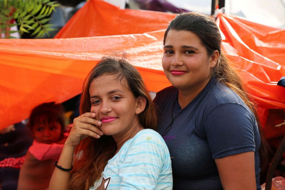 PHOTO: Astrid Daniella Aguilar, 18, and Kenssy Roque, 16, are best friends who are traveling in the caravan together.
