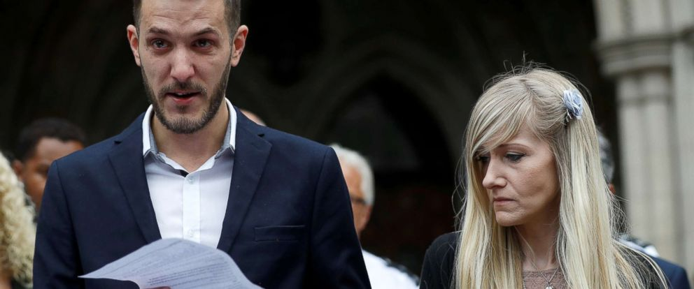 PHOTO: Charlie Gards parents Connie Yates and Chris Gard read a statement at the High Court after a hearing on their babys future, in London, July 24, 2017.