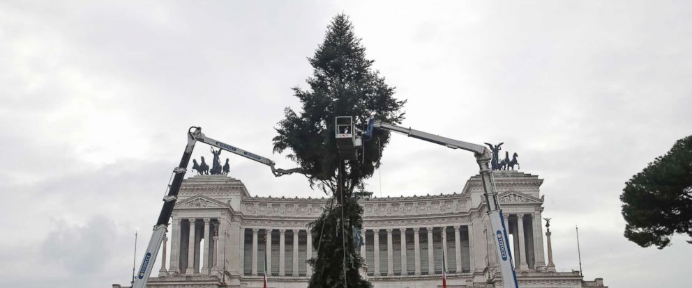 PHOTO: Cranes work around 65-ft tall fir tree placed in front of Romes Unknown Soldier monument, Dec.3, 2018. The tree, which will be trimmed as a Christmas tree, comes from Cittiglio, near Varese, north-western Italy.