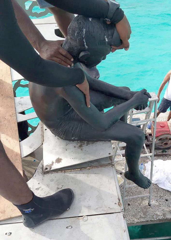 PHOTO: In this handout picture released by the Maldives Police on Sept. 21, 2018, Maldivian authorities demolish sculptures by artist Jason deCaires Taylor near the island resort of Fairmont Maldives Sirru Fen Fushi in Shaviyani Atoll, Maldives.