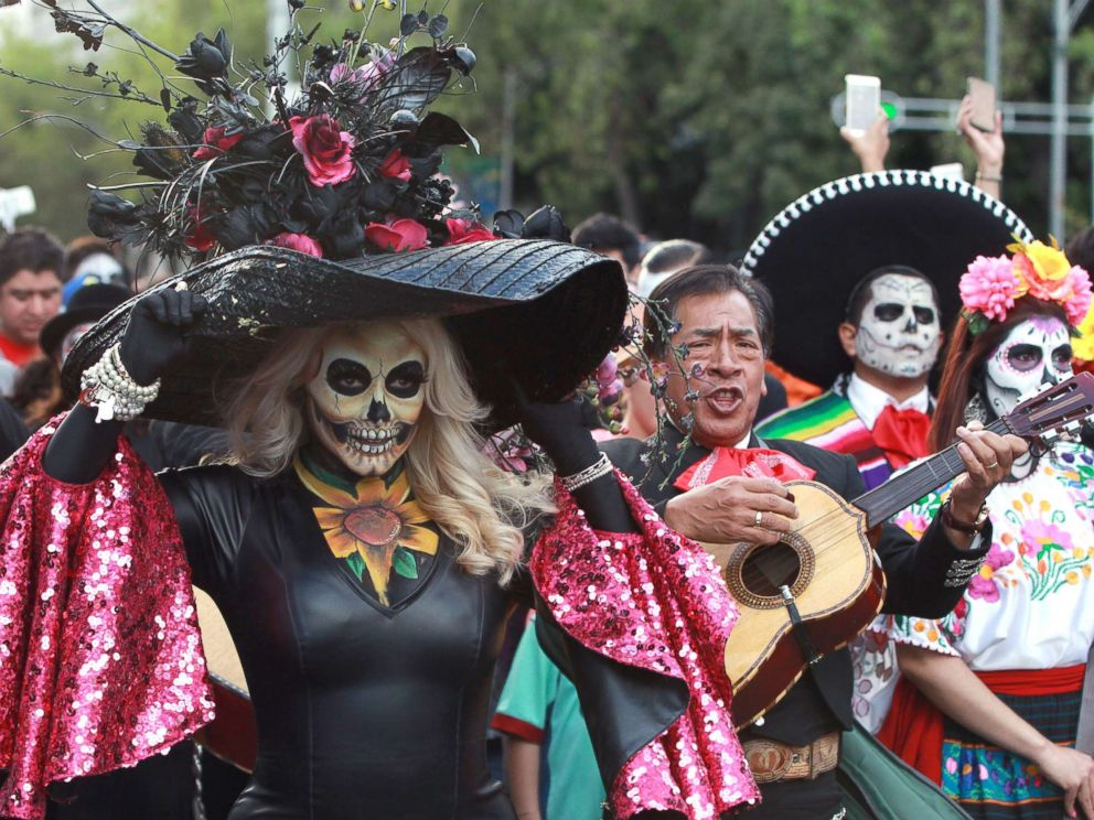 PHOTO: People participate in the the parade of Catrinas, in Mexico City, Oct. 22, 2017.