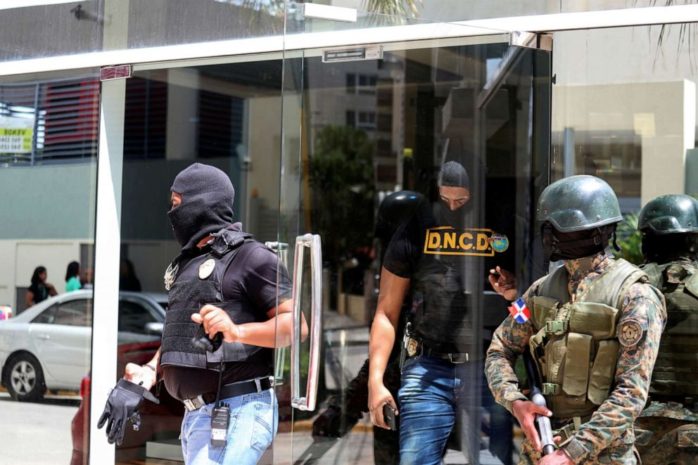 PHOTO: Members of the National Army, National Directorate of Drug Control (DNC) and Public Ministry raid the properties of Cesar Emilio Peralta accused of running a drug trafficking ring in Santo Domingo, Dominican Republic, on Tuesday, Aug. 20, 2019
