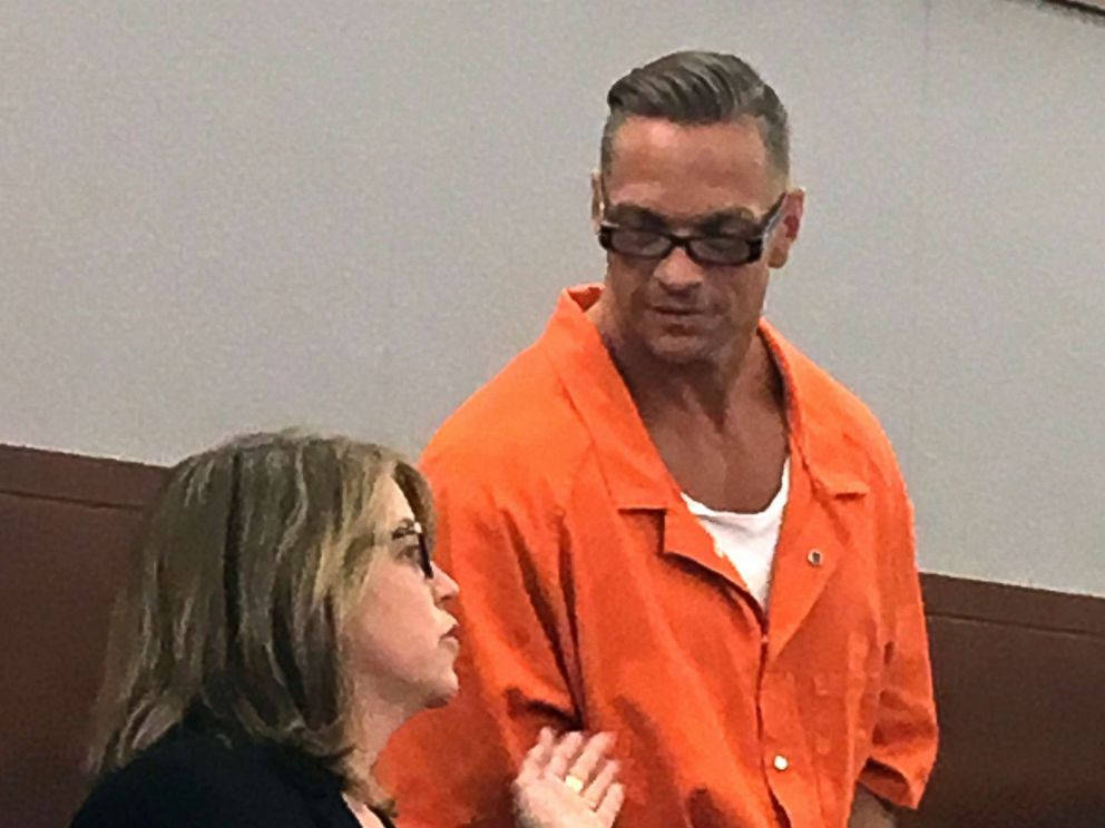 PHOTO: Nevada death row inmate Scott Raymond Dozier, appropriate, confers with Lori Teicher, a federal public defender concerned on his case, right by an appearance in Clark County District Court in Las Vegas, Aug. 17, 2017.