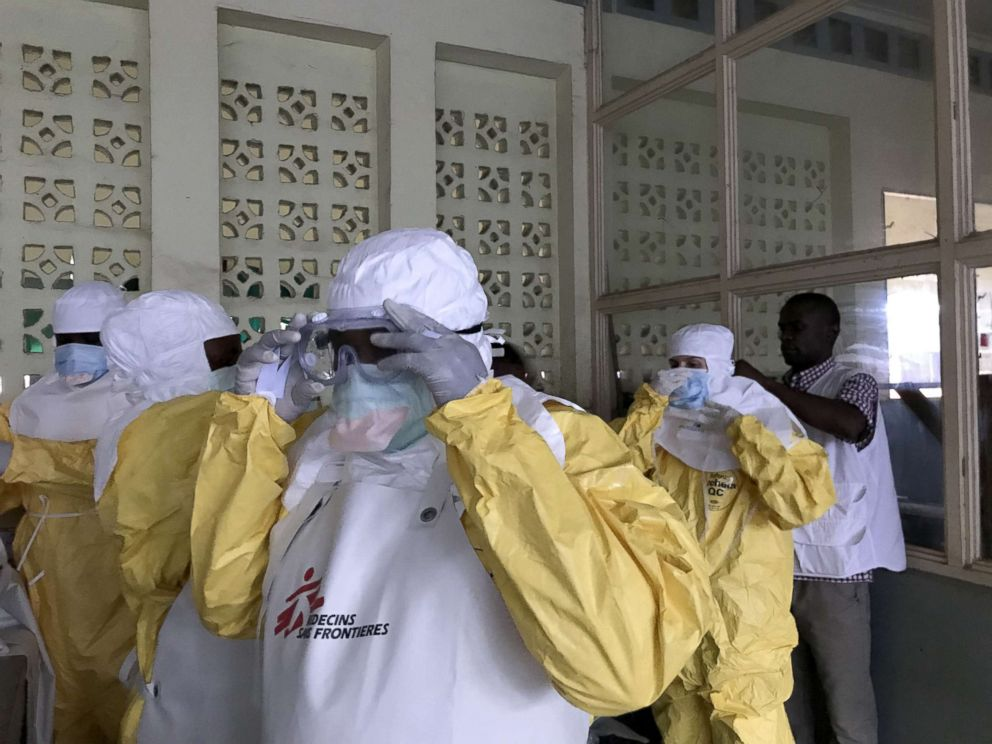 Doctors Race to Vaccinate 1,000 People in Congo Against Ebola