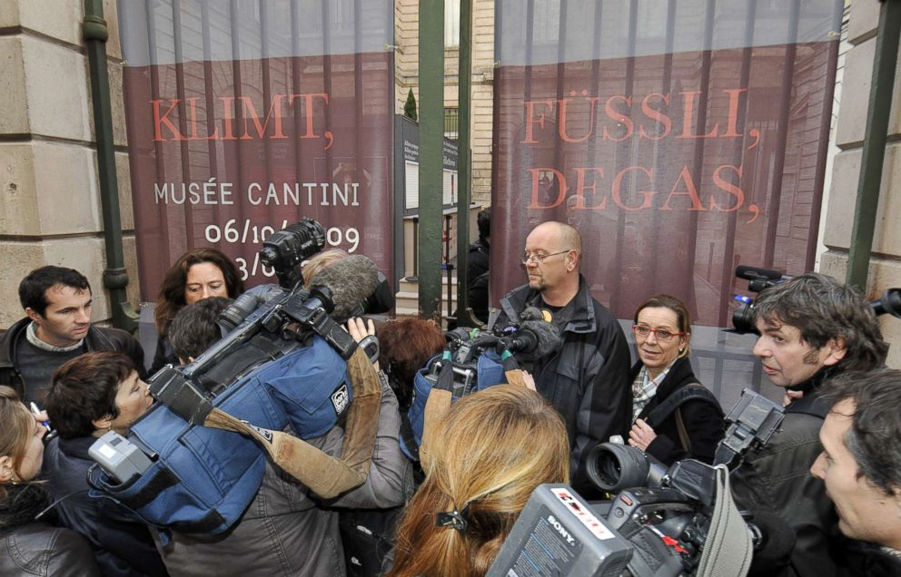 PHOTO: Journalists wait for information at the entrance of Cantini Museum in Marseille, southern France, Dec. 31, 2009, after a painting by 19th century artist Edgar Degas worth of 800,000 euros was stolen overnight.