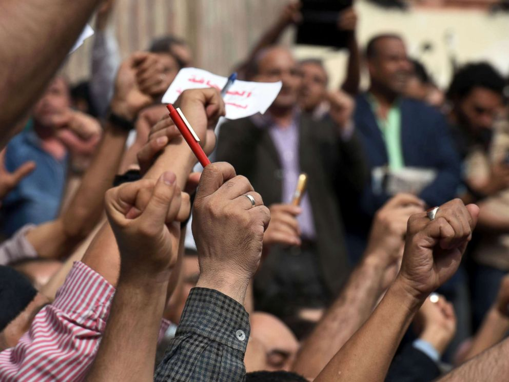 PHOTO: In this file photo, hundreds of journalists demonstrate outside the Journalist Syndicate headquarters in Cairo, May 4, 2016 calling for the sacking of the interior minister two days after an unprecedented police raid to arrest two reporters.