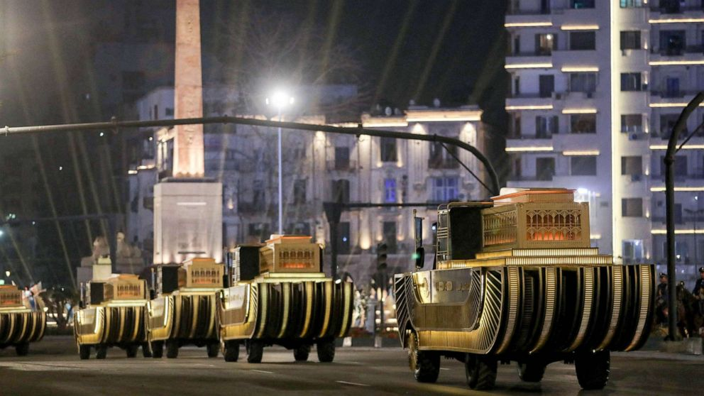 Egyptian mummies pass through Cairo in parade worthy of royals
