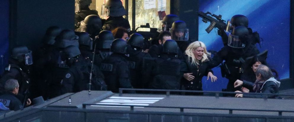 PHOTO: Police forces storm the Hyper Cacher kosher grocery store in Porte de Vincennes, eastern Paris, France on Jan. 9, 2015.