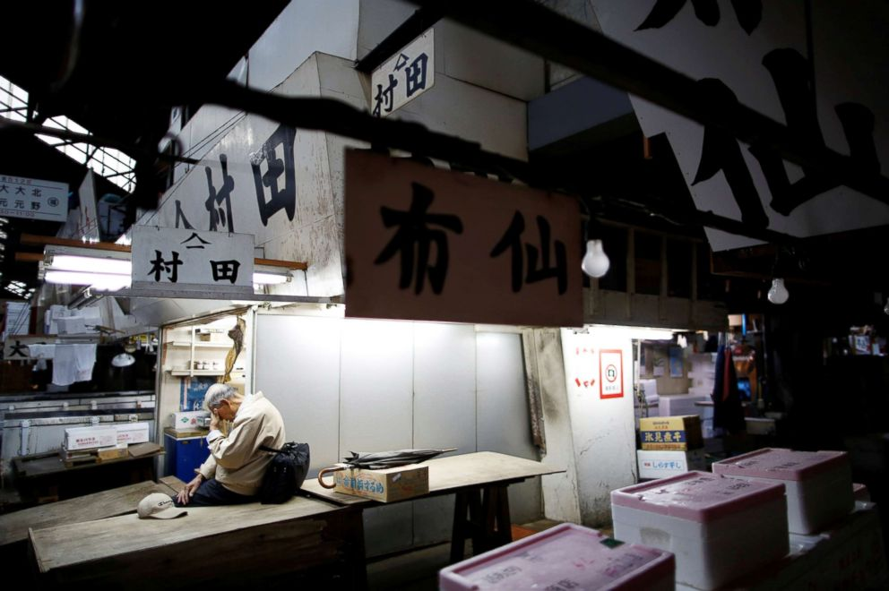 PHOTO: A wholesaler takes a break after trading ends at the Tsukiji fish market in Tokyo.