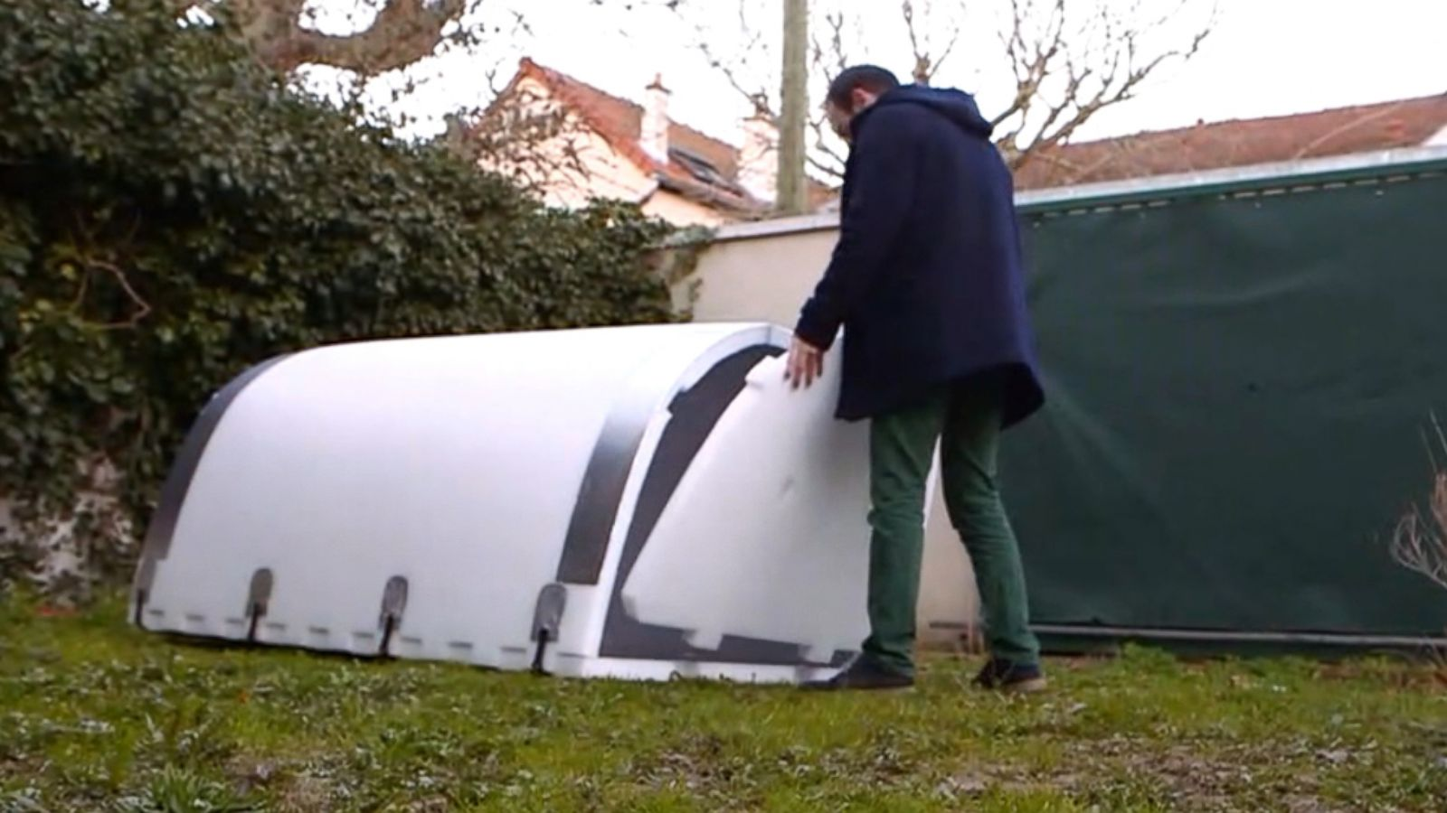 Igloos provide shelter for homeless population in France