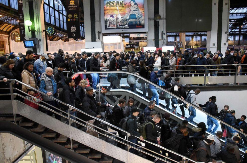 PHOTO: A crowd at Gare De Lyon railway station, in Paris, April 3, 2018.