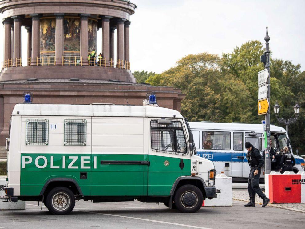 PHOTO: German police road block near the Landmark Berlin Victory Column in Berlin, Oct. 1, 2018.