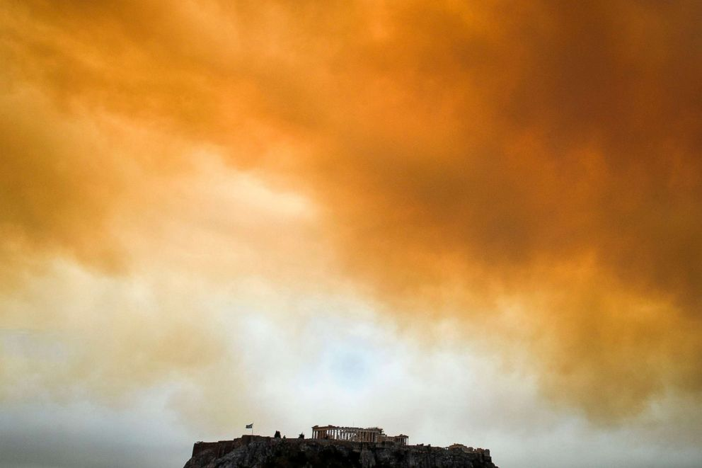 PHOTO:The Parthenon temple on the Acropolis hill in Athens is seen as smoke billows in background during a wildfire in Kineta, near Athens, Greece, July 23, 2018.