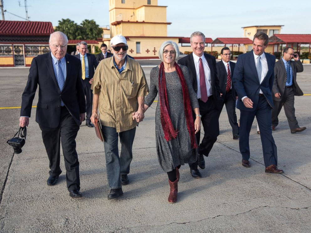 PHOTO: Alan Gross on the tarmac with his wife, Judy Gross, attorney Scott Gilbert, Sen. Jeff Flake, Sen. Patrick Leahy, and Rep. Chris Van Hollen, after being released from Cuban prison, at an airport near Havana, Cuba, December 17, 2014.