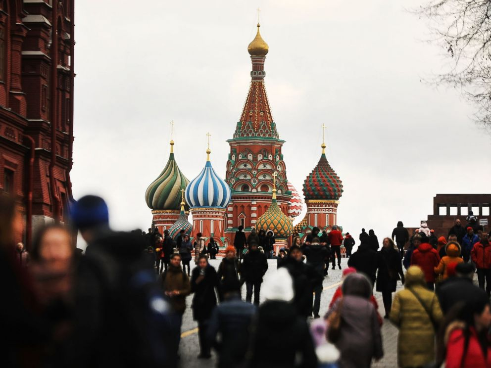 PHOTO: Pedestrians walk through Moscows Red Square on March 4, 2017.