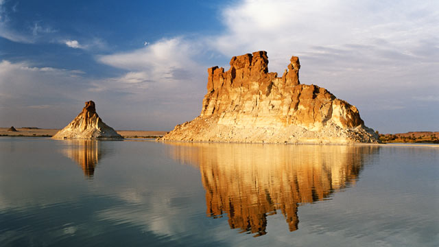PHOTO: Tchad, geological formation on Ounianga Serirs lake in Sahara.