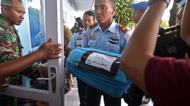 https://s.abcnews.com/images/International/gty_airasia_debris_press_conference_wy_141230_1_16x9_608.jpg