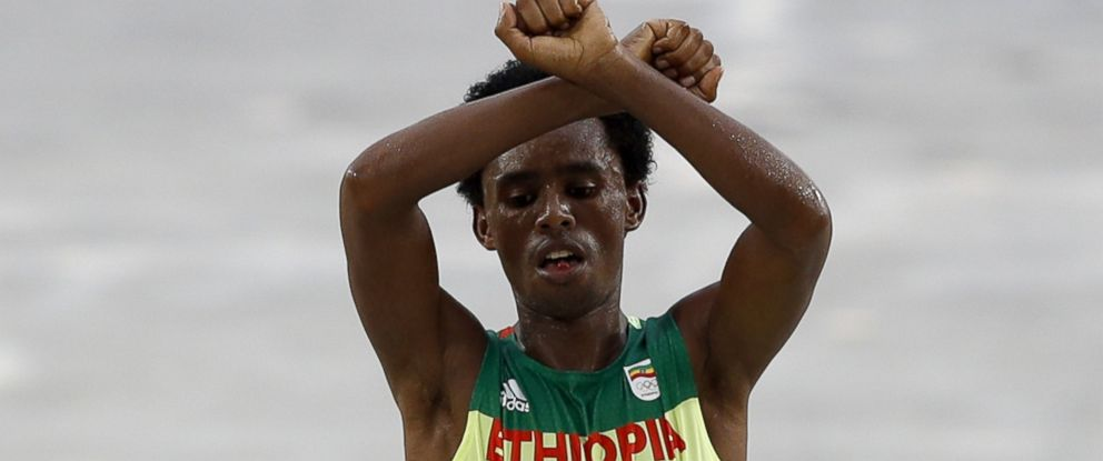 PHOTO: Ethiopias Feyisa Lilesa crosses the finish line of the Mens Marathon event during the Rio 2016 Olympic Games at the Sambodromo in Rio de Janeiro on Aug. 21, 2016.
