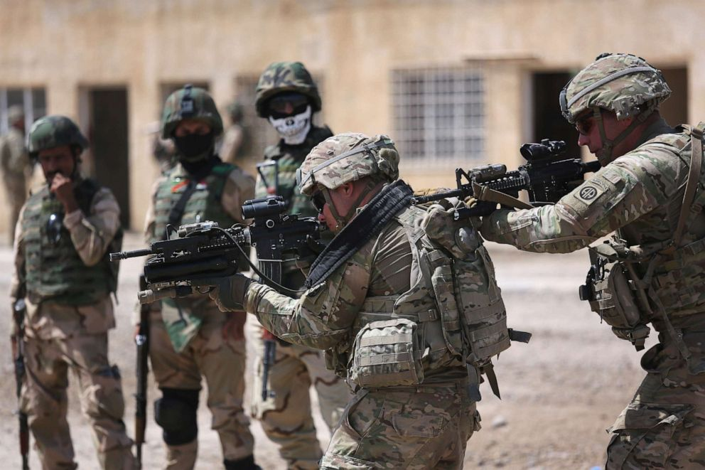 PHOTO: U.S. Army trainers instruct Iraqi Army recruits at a military base on April 12, 2015 in Taji, Iraq.