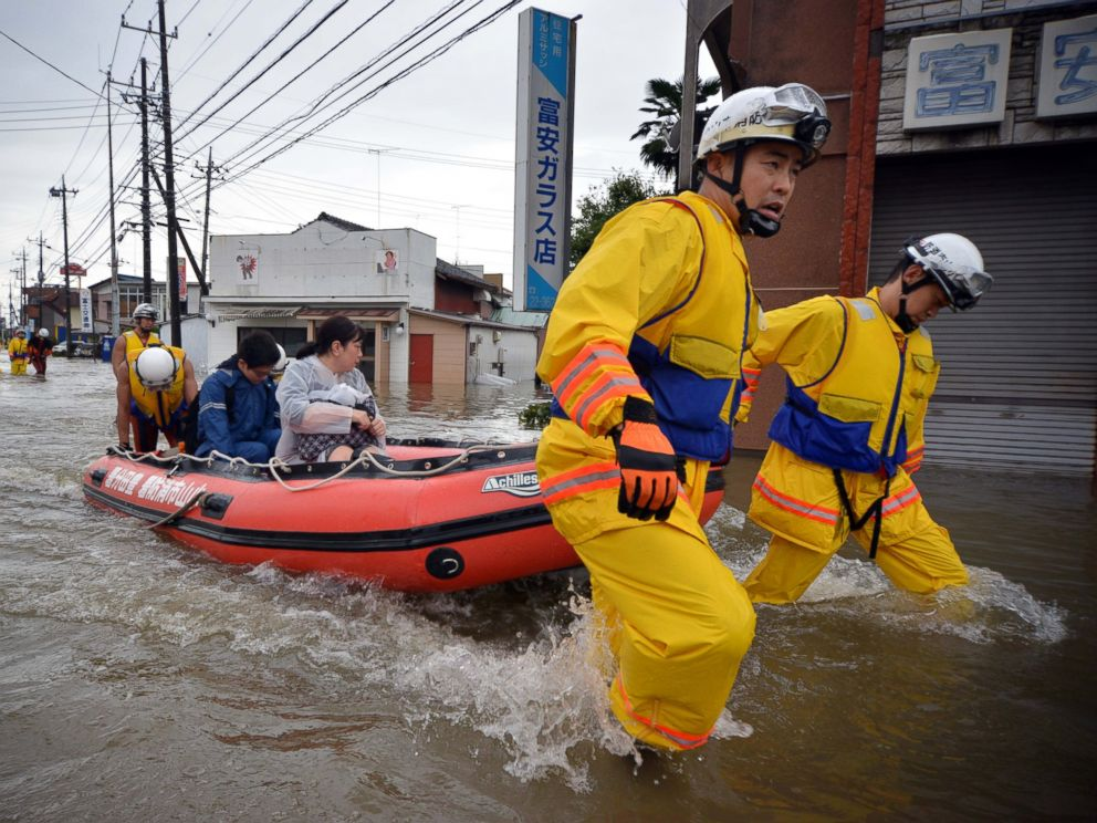 PHOTO: Rescue workers transport evacuees in a rubber boat through floodwaters at Oyama in Tochigi prefecture, north of Tokyo on Sept. 10, 2015.