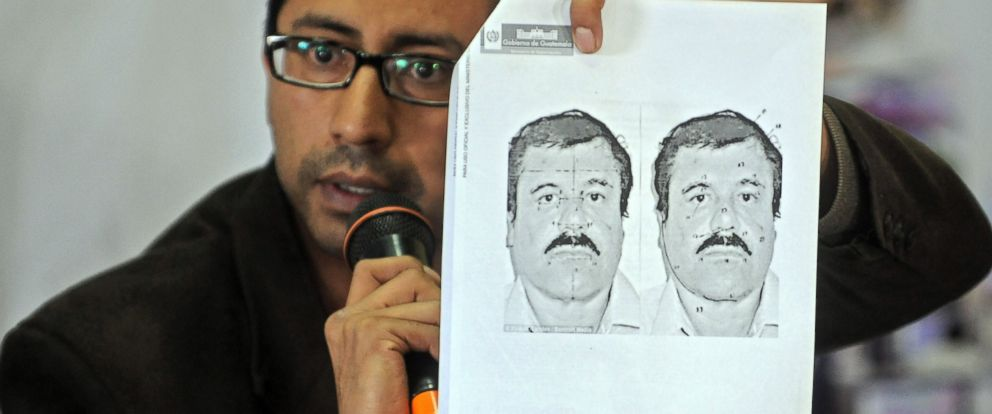 "PHOTO: Guatemalan migration director Carlos Pac shows a picture of Mexican drug trafficker Joaquin ""El Chapo"" Guzman Loera during a press conference in Guatemala City on July 12, 2015."