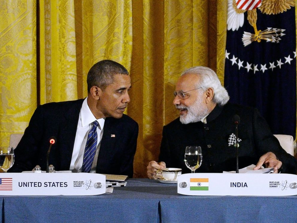 PHOTO: US President Barack Obama confers with Indian Prime Minister Narendra Modi during a working dinner in the East Room of the White House March 31, 2016 in Washington, D.C.