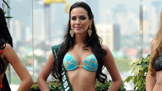 PHOTO: Natalia Pereverzeva of Russia, center, poses for photographers during a press presentation of the Miss Earth beauty pageant at a hotel in Manila, Nov. 6, 2012.