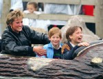 PHOTO: Diana Princess Of Wales, Prince William and Prince Harry visit The Thorpe Park Amusement Park, April 13, 1993.