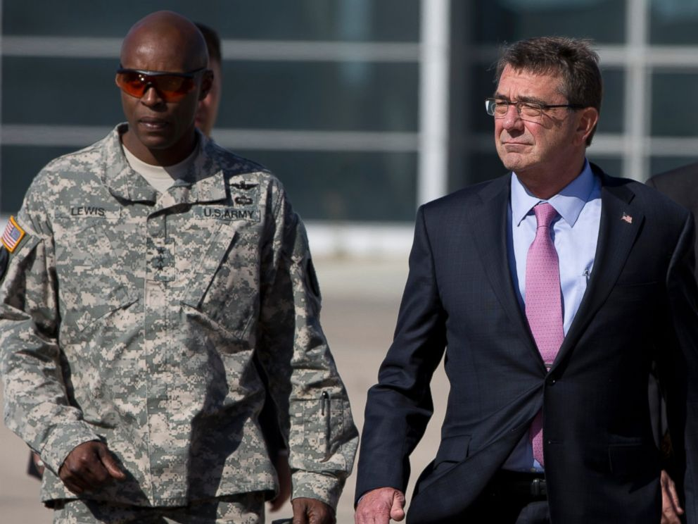 PHOTO: U.S. Defense Secretary Ash Carter, right, and U.S. Army Lt. Gen. Ron Lewis, left, walk on the tarmac before boarding a plane en route to Irbil, Iraq at Queen Alia Airport on July 24, 2015 in Amman, Jordan.