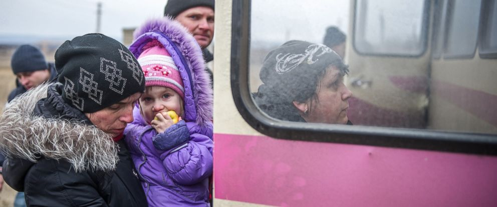 PHOTO: Refugees from Debaltseve get into buses in Artemivsk to escape the pro-Russain rebel shelling on Feb. 5, 2015.