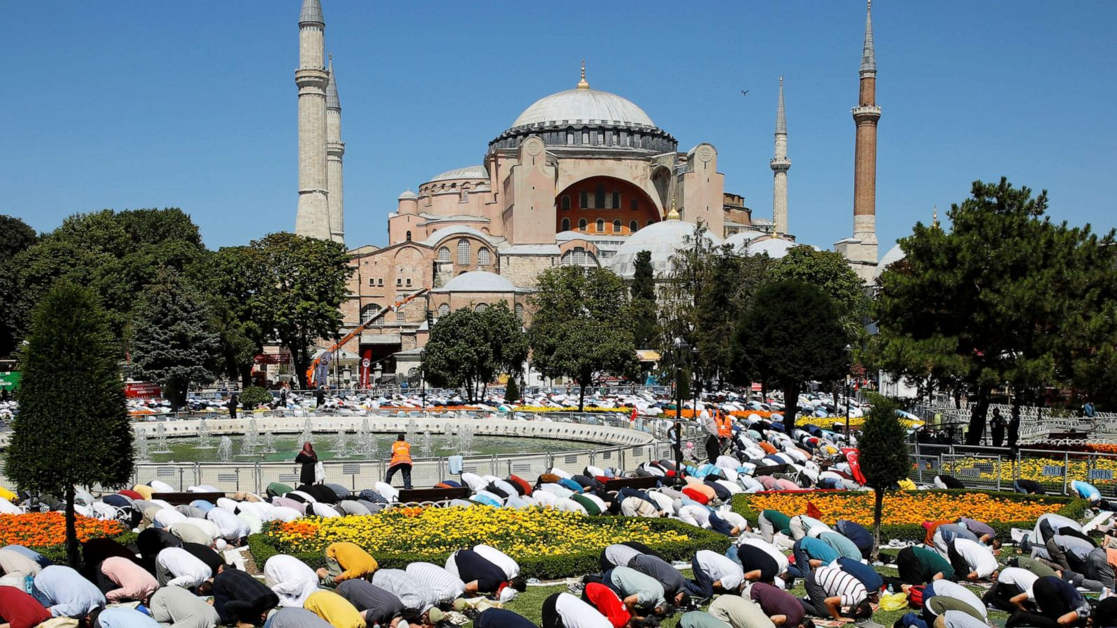 Thousands gather for 1st prayers after Hagia Sophia's ...