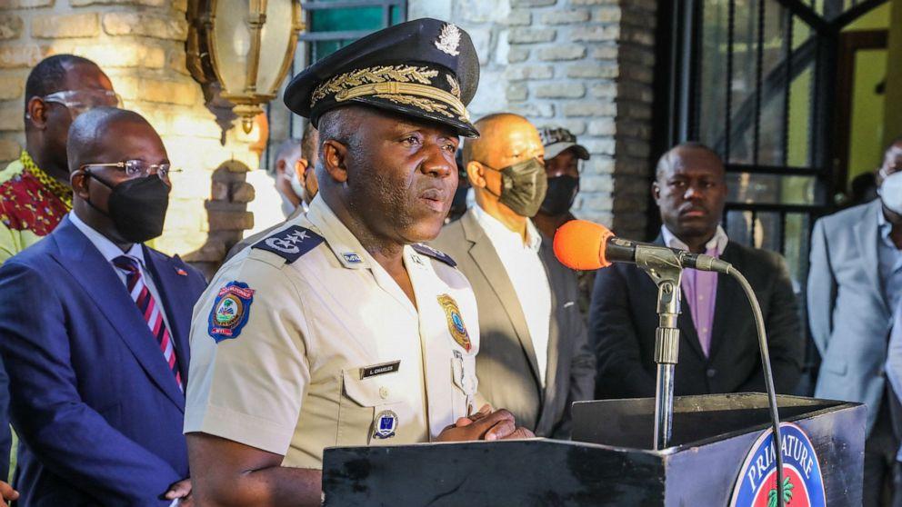 FOTO: Leon Charles, jefe de la Policía Nacional de Haití, habla durante una conferencia de prensa en Puerto Príncipe, Haití, el 11 de julio de 2021.